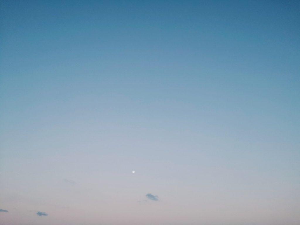 メッキ8枚釣った日の朝マヅメの空(2019.9)