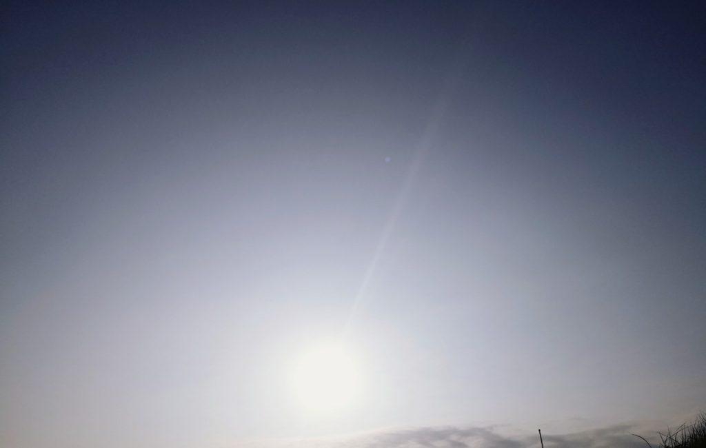 濁り潮の夕マヅメにメッキ15枚釣った日の空(2019.10)