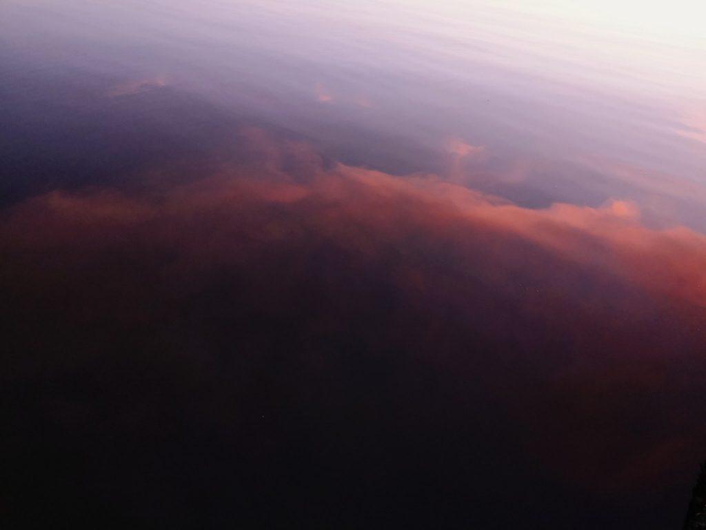 夕マヅメにメッキ9枚釣った日の水面(2019.10)