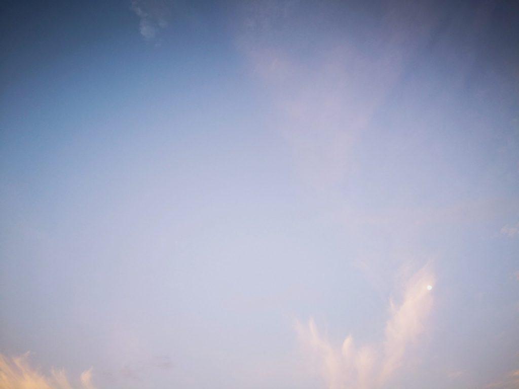 干潮周りの朝マヅメにメッキ5舞釣った日の空(2019.10)