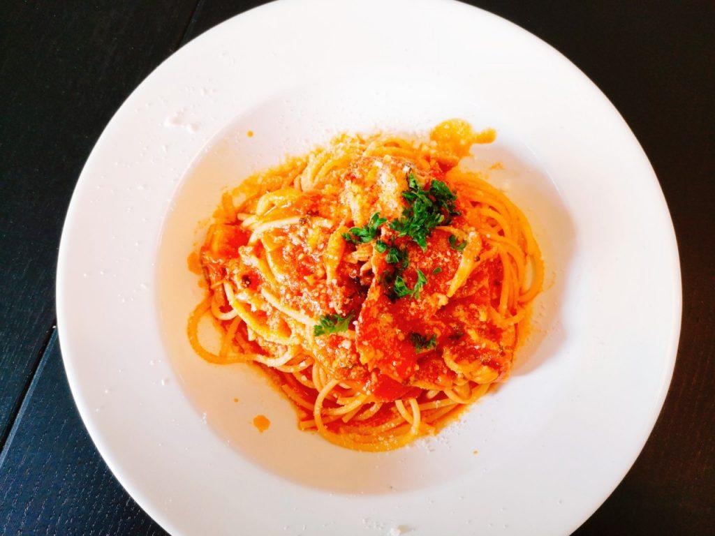 スパッジオのランチの生ハムと色々キノコのトマトパスタ