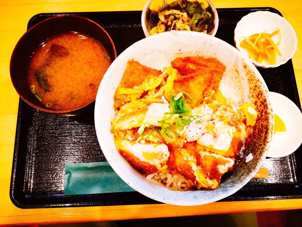 トロ兄ィー食堂のマグロカツ丼