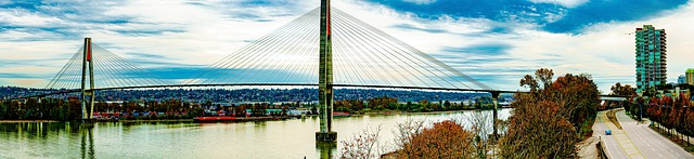 大場所の河口と橋