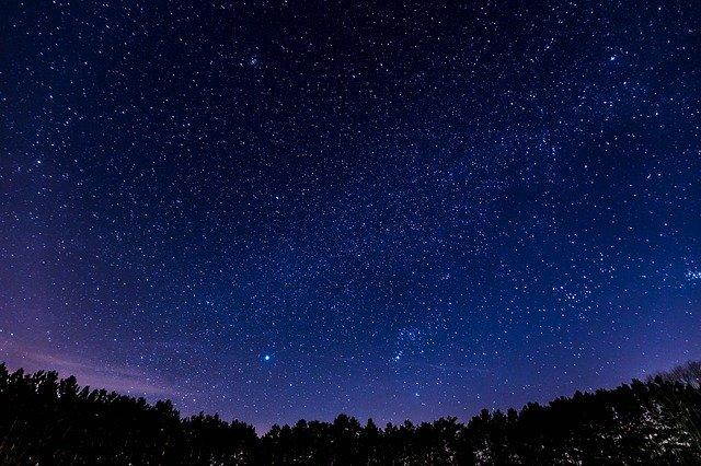 満天の星空の夜空
