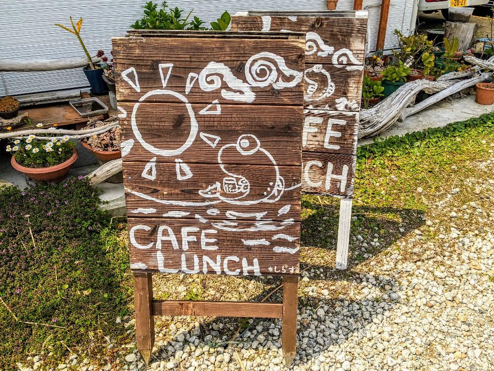 カフェしらすの看板