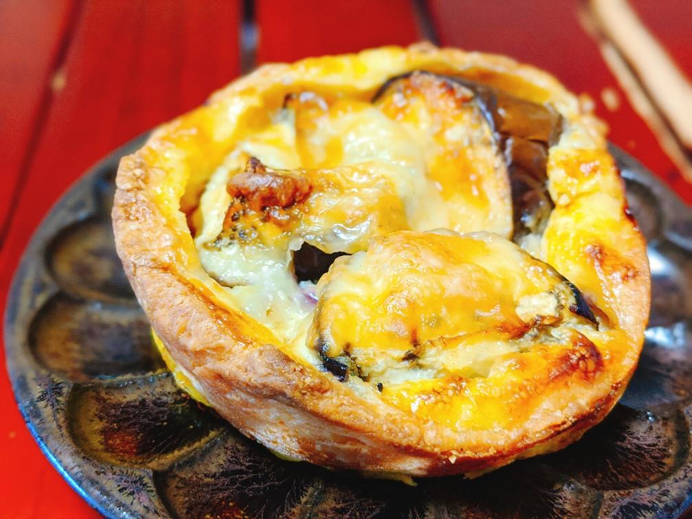 ブーランジェリータニグチのナスと肉味噌のキッシュ