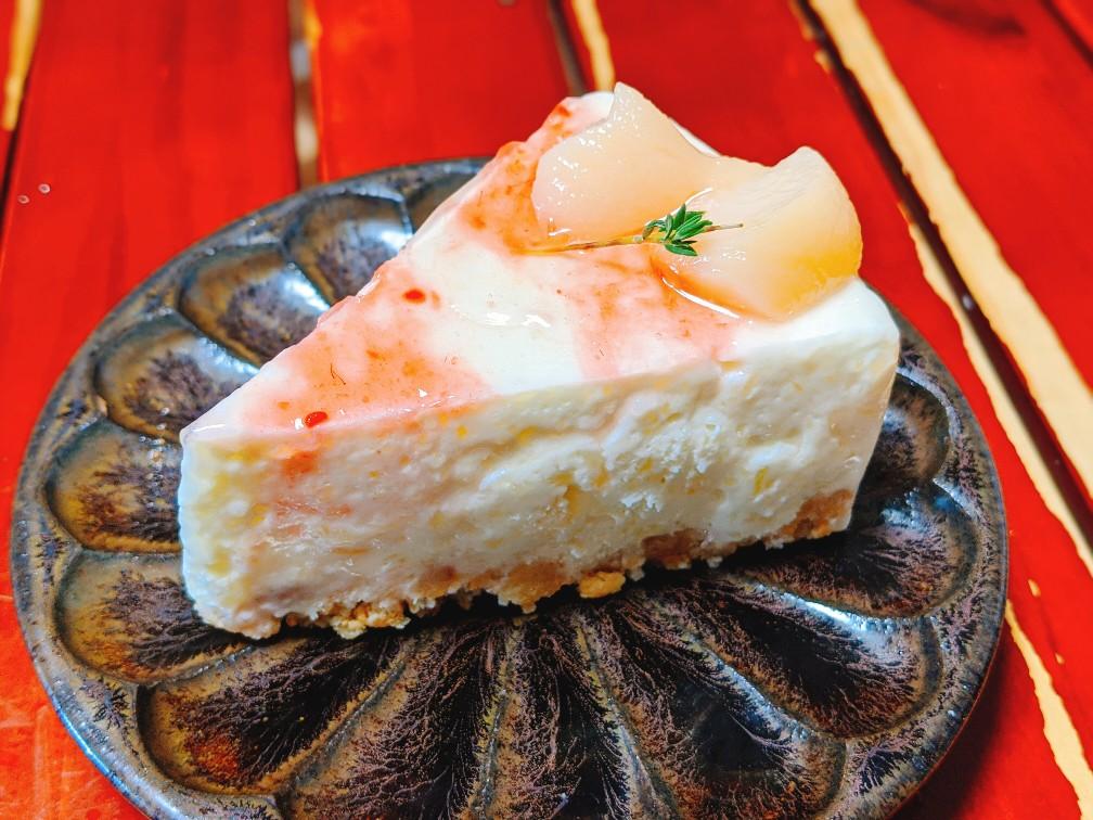 カフェマロウの桃のレアチーズケーキ