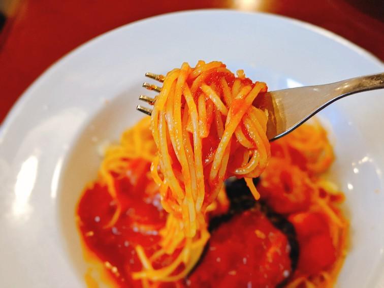 ポッシュの海老と揚げなすのトマトソースパスタ