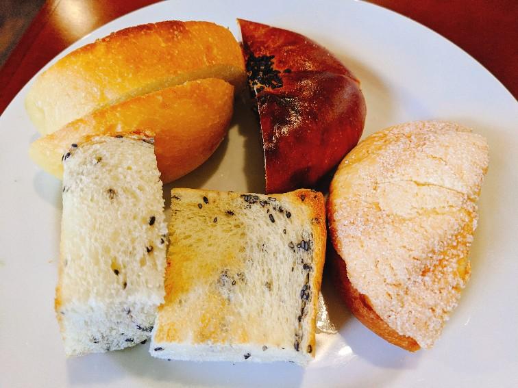 ポッシュのランチのパン(お替わりし放題)